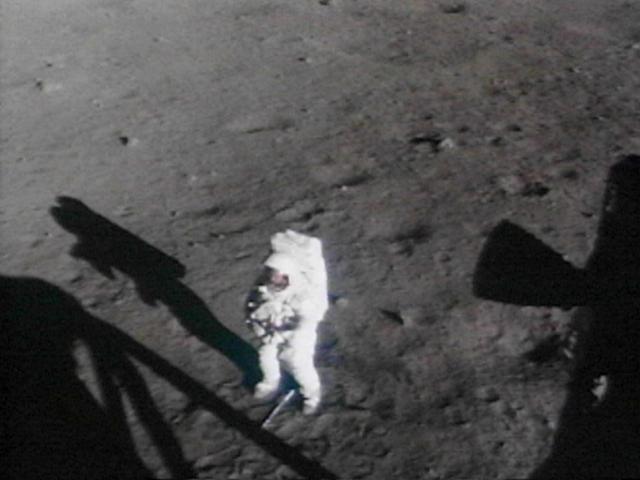 Кроме того, при высоких прыжках астронавт утрачивал контроль над равновесием, прыжки на большую высоту с большой вероятностью вели к падениям, которые представляли потенциальную опасность, так как можно было повредить скафандр.
