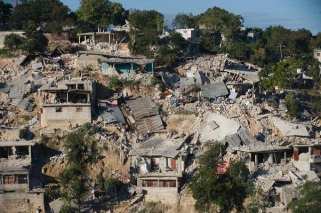 Землетрясение на Гаити. 12 января 2010 года произошло крупнейшее землетрясение на острове. Эпицентр находился в 22 км к юго-западу от столицы Порт-о-Пренс, на глубине 13 км. После основного толчка магнитудой 7 было зарегистрировано множество повторных толчков, из них 15 с магнитудой более 5.