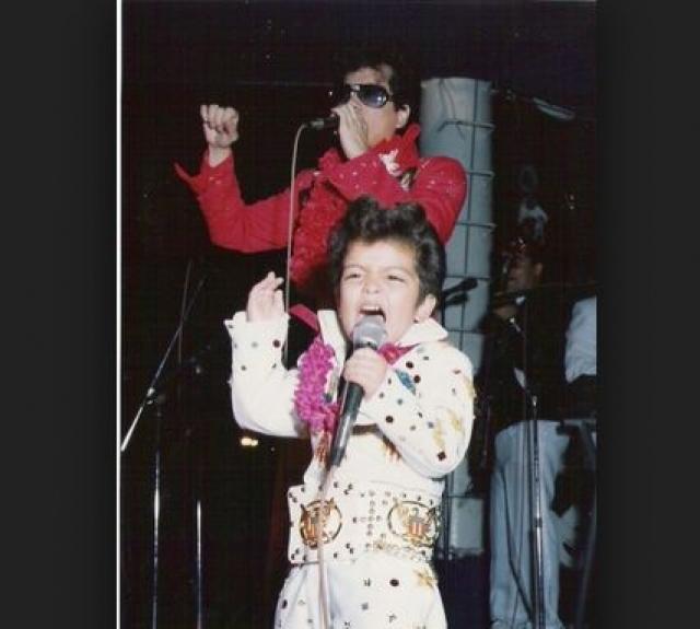 Уже в четыре года он появился перед публикой в образе Элвиса Пресли.