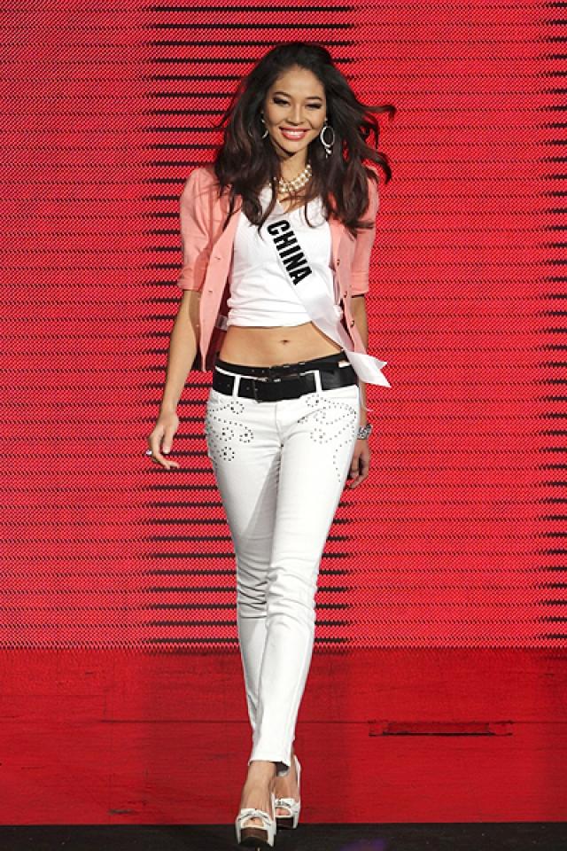 """Впрочем, ее модельная карьера на этом не закончилась, как-никак именно она получила в 2011 титул """"Мисс Вселенная""""."""