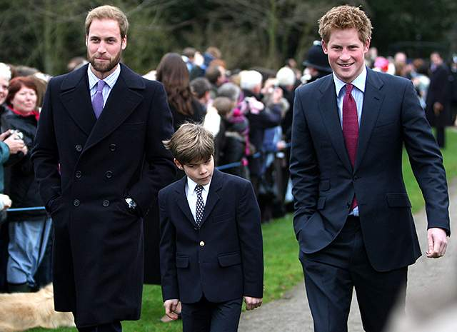 Артур Чатто, брат принцев Гарри и Уильяма, 19 лет. 23-й в очереди на британский престол молодой человек появился на страницах прессы еще в 2011 году - тогда он был мальчиком, поддерживающим шлейф Кейт на свадьбе брата Уильяма. Он на фото посередине.
