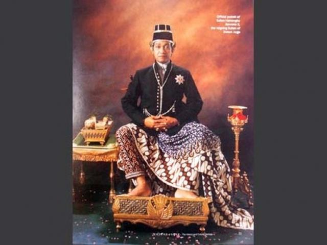 Хаменгкубувоно X. Султан индонезийского округа Джокьякарта отменил многоженство из любви к своей единственной жене Густи.