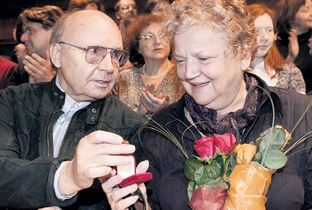 С 1963 года живет в браке с актрисой Анастасией Вознесенской.
