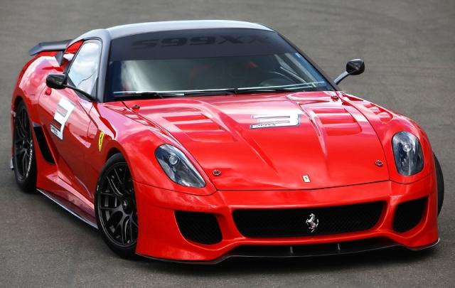 """Ferrari 599XX - $1 500 000. Модель предназначена специально для привилегированных клиентов и оснащен двигателем V12, развивающим мощность в 700 л.с., и позволяющим разгоняться до """"сотни"""" всего за 2,9 секунды."""
