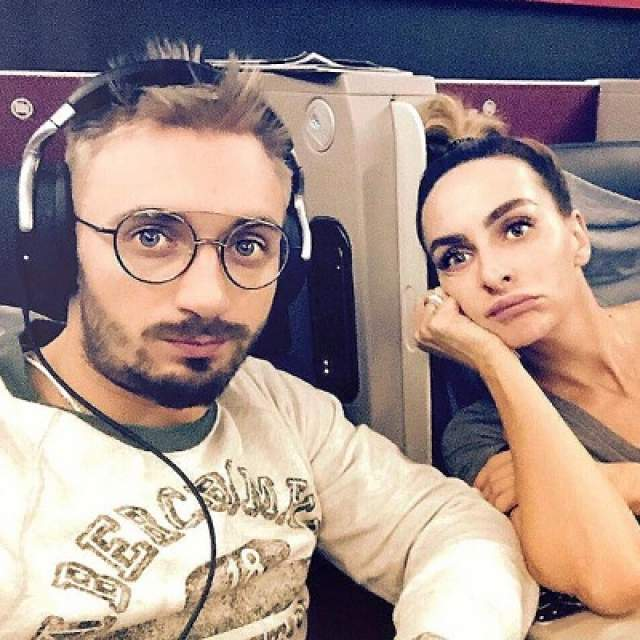 Она не замужем, но у нее есть молодой человек - хореограф Константин Мякиньков.