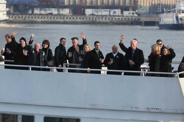 Также пассажиры и члены экипажа регулярно собираются, чтобы отпраздновать юбилеи своего чудесного спасения.
