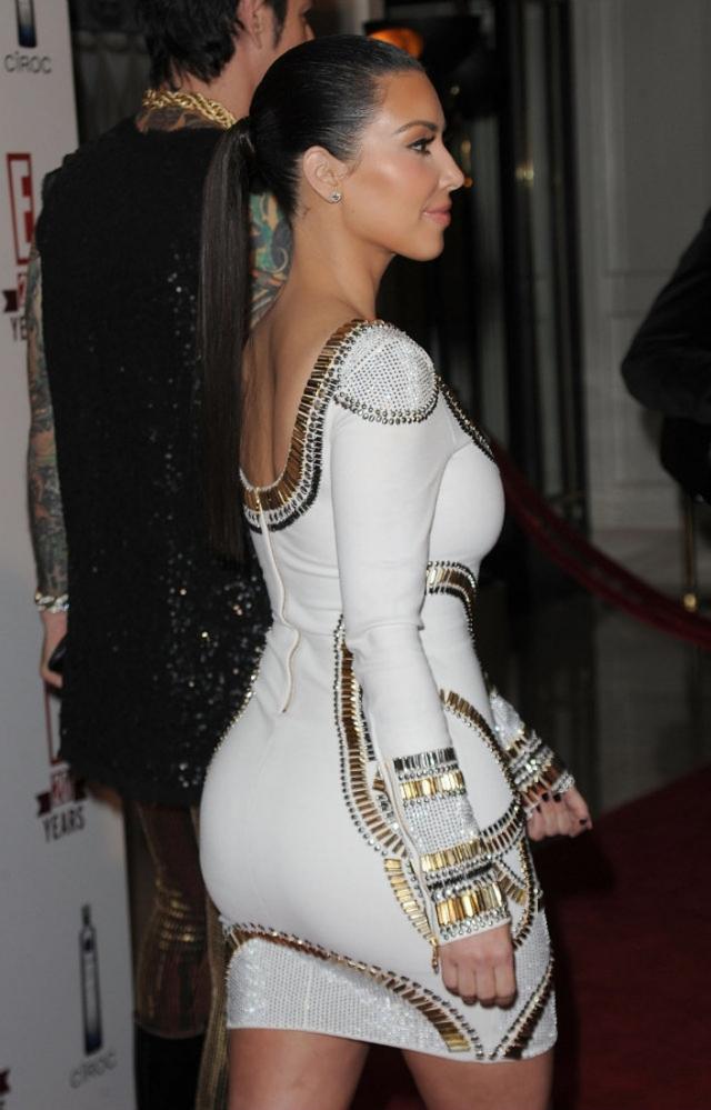 Такое фото Ким сделали папарацци.