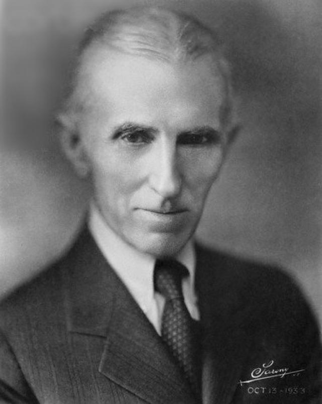 Осенью 1937 года в Нью-Йорке Теслу сбила машина такси, когда он ночью переходил дорогу. Полученный перелом ребер вызвал острое воспаление легких, перешедшее в хроническую форму. Тесла оказался на несколько месяцев прикован к постели и смог снова встать в начале 1938 года.