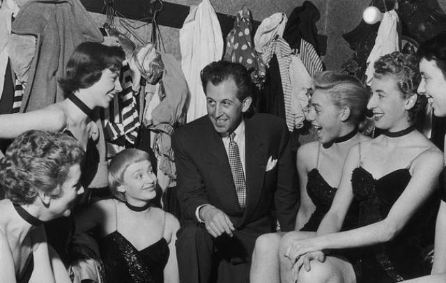 Позже он арендовал зал Ballroom в Сохо и открыл частный стриптиз-клуб, который стал первым стриптиз-заведением, куда могли пройти лишь лица, оплатившие членство.