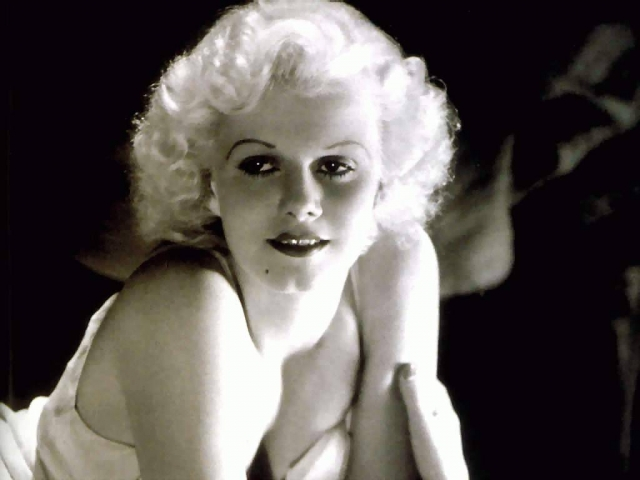 Девушка попала в кино в возрасте 17 лет и за короткое время из никому неизвестной актрисы превратилась в звезду.