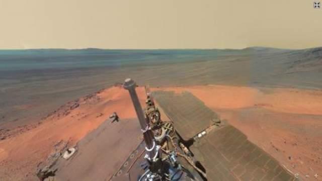 Марсоход Curiosity передал на Землю первые цветные изображения Красной планеты в высоком разрешении. На двух снимках, полученных NASA, запечатлена гора Шарп и панорама вокруг нее. Полученные фото дают возможность максимально детально рассмотреть марсианскую поверхность, что в свою очередь создает невероятные ощущения присутствия на Красной планете.