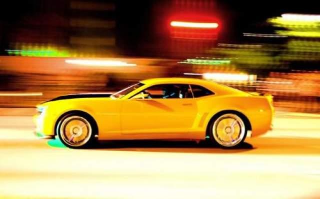 """Chevrolet Camaro по прозвищу """"Шмель"""" """"Трансформеры"""". Ранее им можно было любоваться только на экранах. В реальной жизни компания Chevrolet выпустила желтый Transformer Camaro в 2011 году с эффектными бейджами """"автобота""""."""