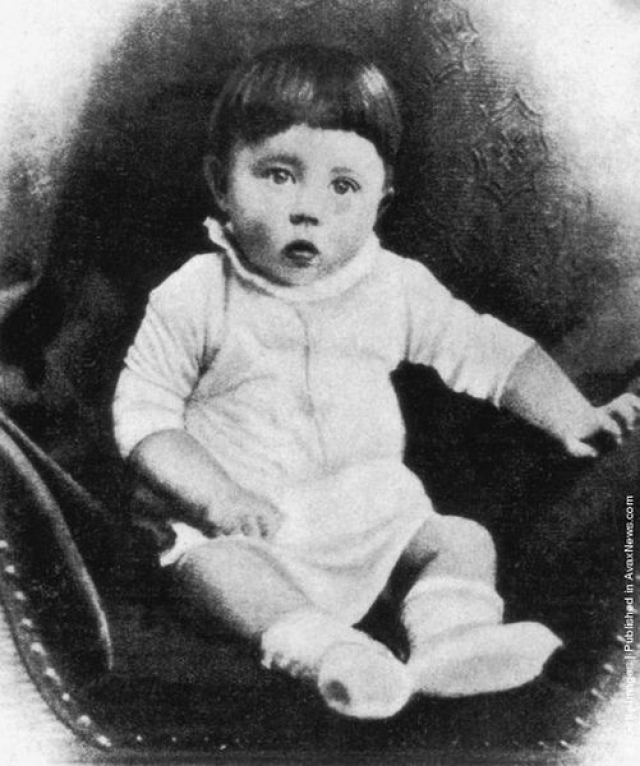 Когда Гитлеру было четыре года он мог утонуть, если бы не священник, который спас его от утопления.