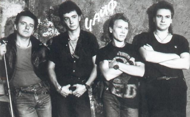 """""""Чайф"""" . История группы начинается в 1985 году, когда Владимир Шахрин, Владимир Бегунов и Олег Решетников начали играть вместе."""