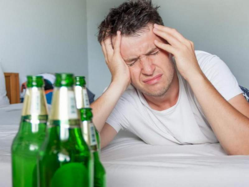 Новости дня: Нарколог предупредил о смертельно опасном средстве от похмелья