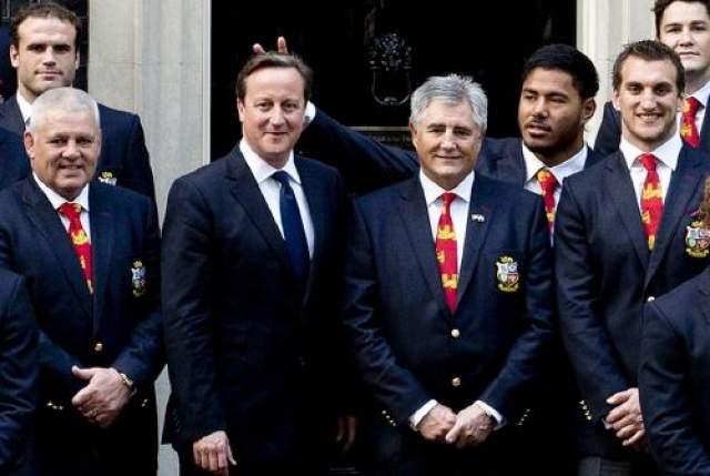 """Регбист Ману Туйлаки приделал """"рожки"""" британскому премьеру Дэвиду Кэмерону. Потом, правда извинился."""