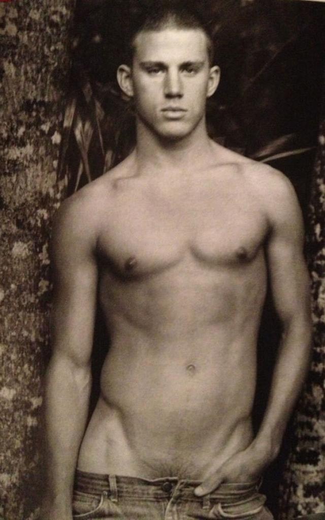 Ченнинг Татум. Будущий актер в детстве серьезно увлекался спортом: футбол, бейсбол, легкой атлетикой и кунг-фу. А потом отказался от специальной спортивной стипендии в колледже и бросил учебу.