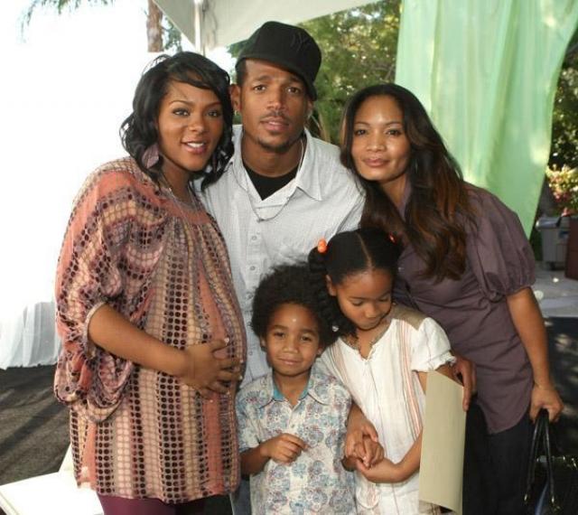 Марлон Уэйанс. Актер был в счастливых отношениях с Анжеликой Захари, с которой растил двоих детей.