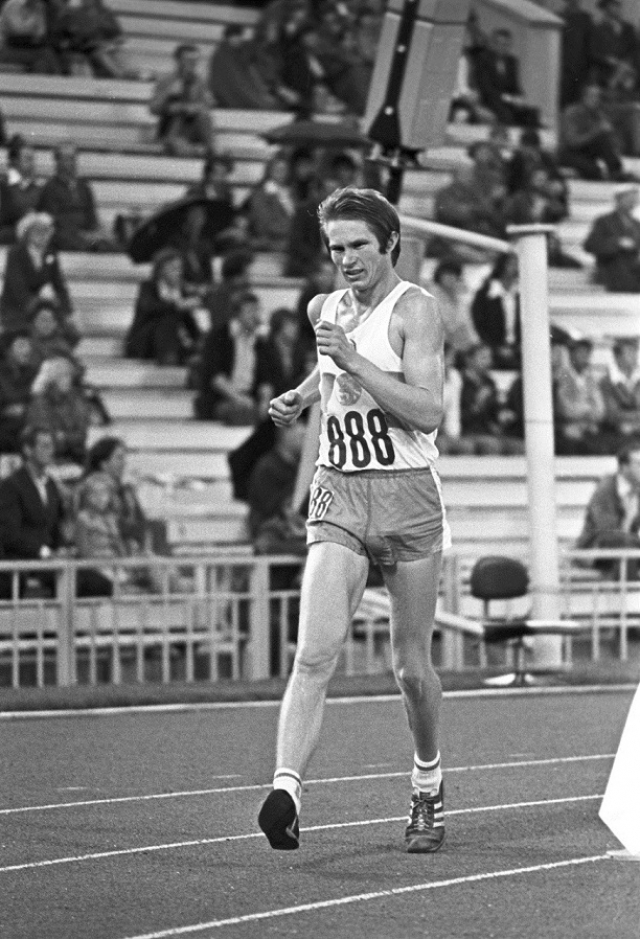 Засудил своего ради звания. На Олимпиаде-80 во время соревнований по ходьбе на 20 км советского участника Анатолия Соломина сняли с дистанции когда он был в минутах от финиша.