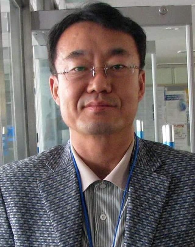 Ким Унг-Йонг Корейский математик. Уже в возрасте 4 лет мальчик знал четыре языка и решал задачи по математическому анализу. IQ-210