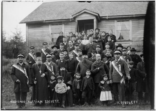 В 1868 году Российско-Американская Компания была ликвидирована, часть русских была вывезена с Аляски на родину. Около 200 человек оставили в Новоархангельске из-за нехватки судов.