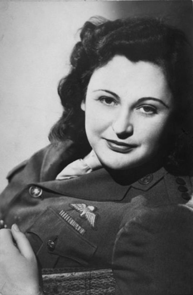 """Нэнси Уэйк , известная также по своему прозвищу """"белая мышь"""". Уэйк была одной из ведущих фигур в маки, наиболее крупном из французских движений вооруженного Сопротивления."""