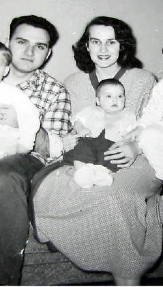 Мадонна. Поп-королева в детстве росла в очень набожной семье. Когда умерла ее мать, отец женился на другой женщина, которая не уделяла внимание шестерым неродным детям, а по-большей части воспитывала родных двух.
