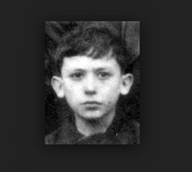 Этот мальчуган - будущий любимец женщин Вахтанг Кикабидзе.