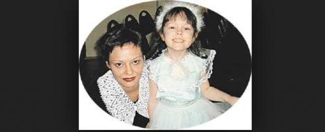 """Два года, с 1998 по 2000, Макаревич сожительствовал с журналисткой и пресс-атташе """"Машины времени"""" Анной Рождественской, которая в 2000 году родила дочь Аню."""