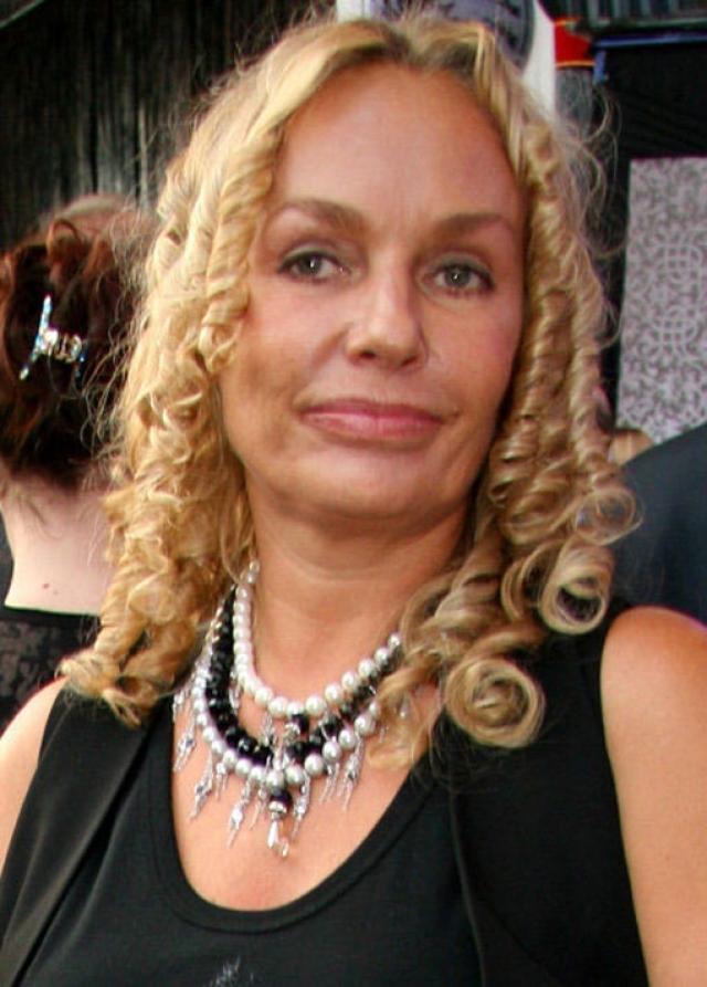 Подтяжка кожи лица и увеличение губ не принесли должного результата - 55-летняя актриса утратила свою индивидуальность…