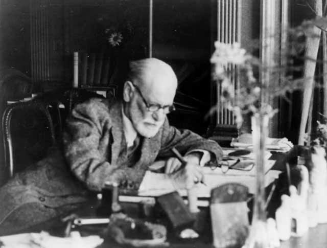 Именно его легендарная теория о том, что в основе поведения человека и психических расстройств лежат проблемы, связанные с сексуальностью, стала причиной исключения из Венского медицинского сообщества.