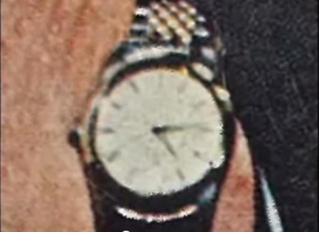 А теперь присмотритесь,что показывают часы на фотографии Рокфеллера с обложки журнала.