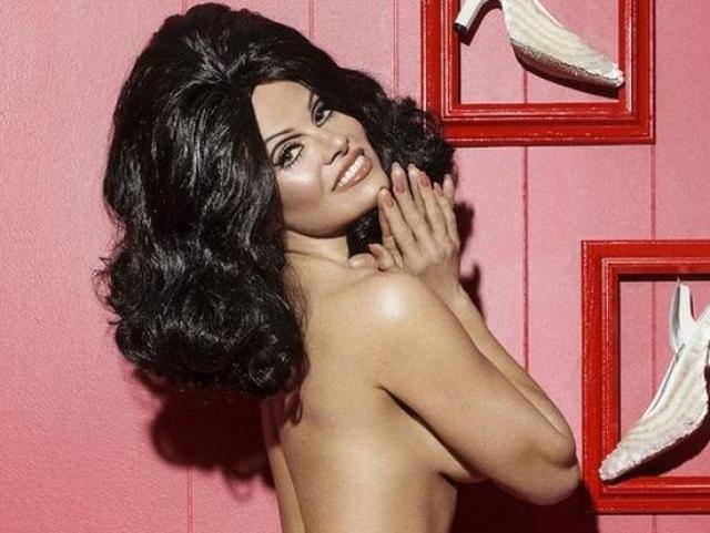 А этой весной 48-летняя звезда Playboy приняла участие в новой откровенной фотосессии для мужского журнала Paper Magazine.