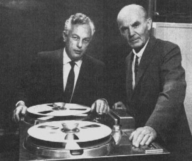 Там он работал инженером на нескольких предприятиях, а также экспериментировал с электроникой в собственном гараже. В 1944 году Понятов учредил собственную фирму Ampex, которая изготавливала электромеханические устройства для точного следящего привода радиолокационных антенн.