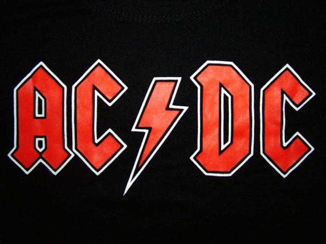 """AC/DC. Всем знакомый логотип известных рокеров впервые появилась на обложке мини¬альбома """"Let There Be Rock"""" в марте 1977 года, а придумал ее дизайнер Жерар Уэрт, который скопировал шрифт из Библии Гутенберга, добавив молнию, как символ переменного и постоянного тока."""