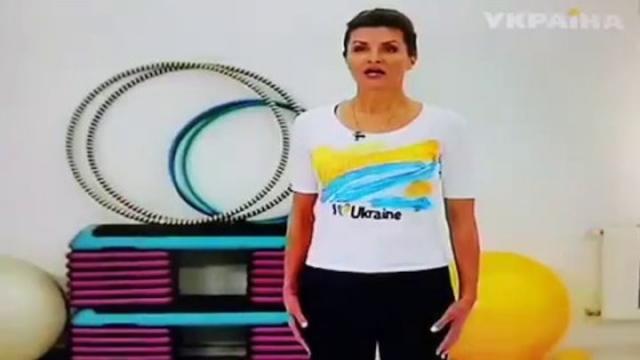 """""""Украина должна уметь наклоняться только вперед. При этом протягивая руку ладонью вверх,"""" - прокомментировали пользователи физкультминутку Марины Порошенко."""
