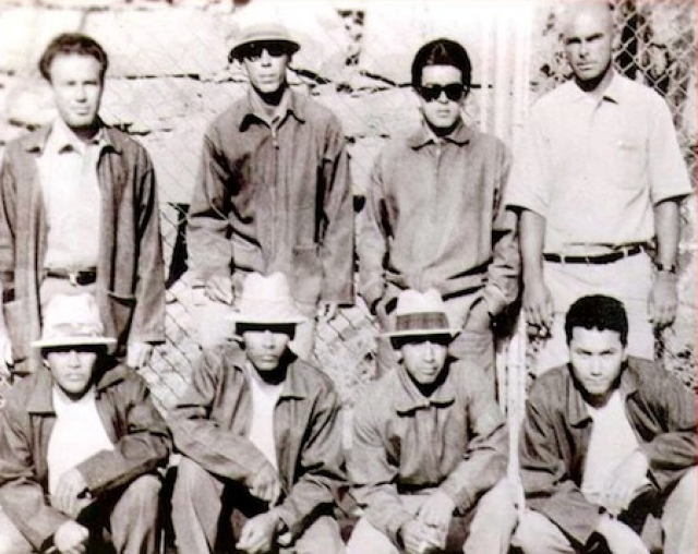 Изначально, глава мафии Луис Флорес принялся вербовать самых жестоких бандитов, с тем, чтобы создать внушающую страх организацию, способную захватить контроль над черным рынком тюрьмы.