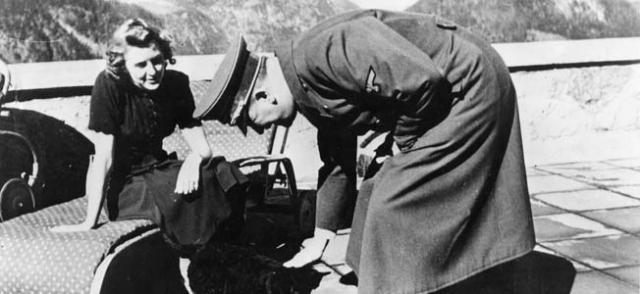30 апреля 1945 года супруги совершили совместное самоубийство.