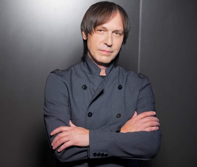 Николай Носков Инсульт настиг известного музыканта весной 2017 года - в возрасте 61 года. В тот момент Николай жил на даче: уехал туда, чтобы немного придти в себя и собраться с мыслями.