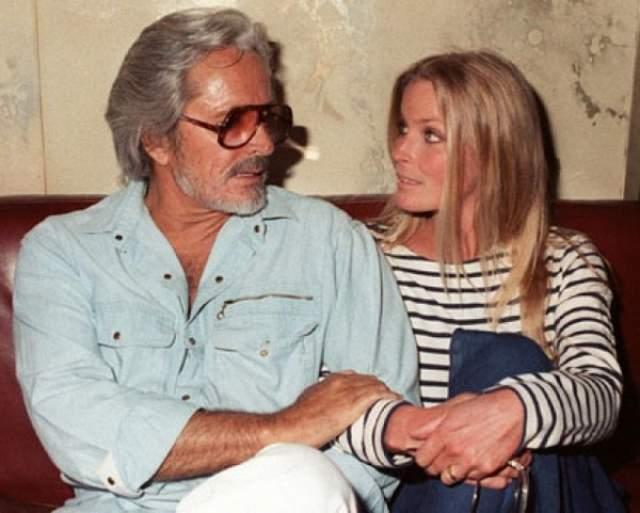 Юная Бо познакомилась с голливудской звездой Джоном Дереком, который был на 30 лет старше ее. Пара жила в Европе и вернулась в Штаты после 18-летия Бо, поженились они в 1976 году.