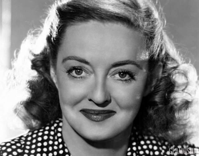Бетт Дэвис, умерла в возрасте 81 года У Бетт Дэвис была настолько впечатляющая талия, что она побеспокоилась ее застраховать.