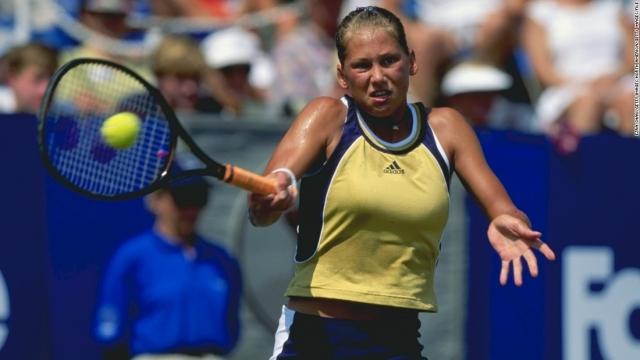 В 1994 году Курникова стала победительницей неофициального мирового первенства в возрастной категории до 14 лет, а через два года стала самой юной участницей Олимпийских игр в истории России (во всех видах спорта).