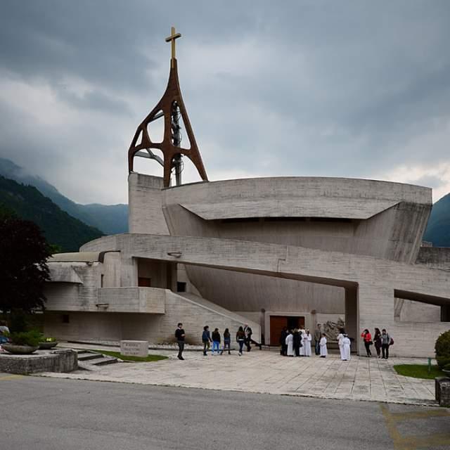 На месте уничтоженных населенных пунктов вновь появились деревни и новая мемориальная церковь, построенная по проекту архитектора Джованни Микелуччи.