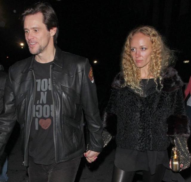 Анастасия Виткина и Джим Керри. По некоторым данным, их роман начался еще в 2010 году, сразу же после того, как Керри закончил свои пятилетние отношения с комедианткой Дженни Маккарти.