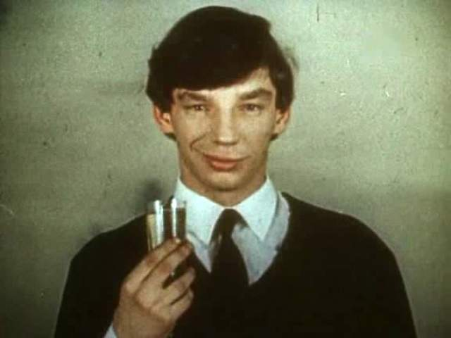 На этом кинокарьера пошла на спад. Вячеслав работал грузчиком, сторожем, дворником и продавцом. Злоупотреблял спиртным, а в 2006 году скончался от инсульта.