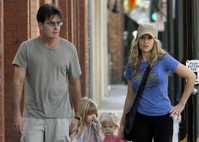 Буйного актера арестовали, но отпустили под залог. В 2011 году Брук и Чарли развелись.