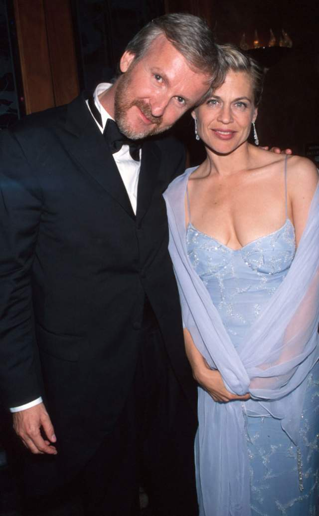 Линда Хэмилтон и Джеймс Кэмерон, 1997-1999. У известной своей ролью Сары Коннор актрисы было два супруга, и оба были очень знамениты. От Брюса Эббота она родила сын Дэлтона, но пара рассталась из-за постоянных депрессий Хэмилтон.