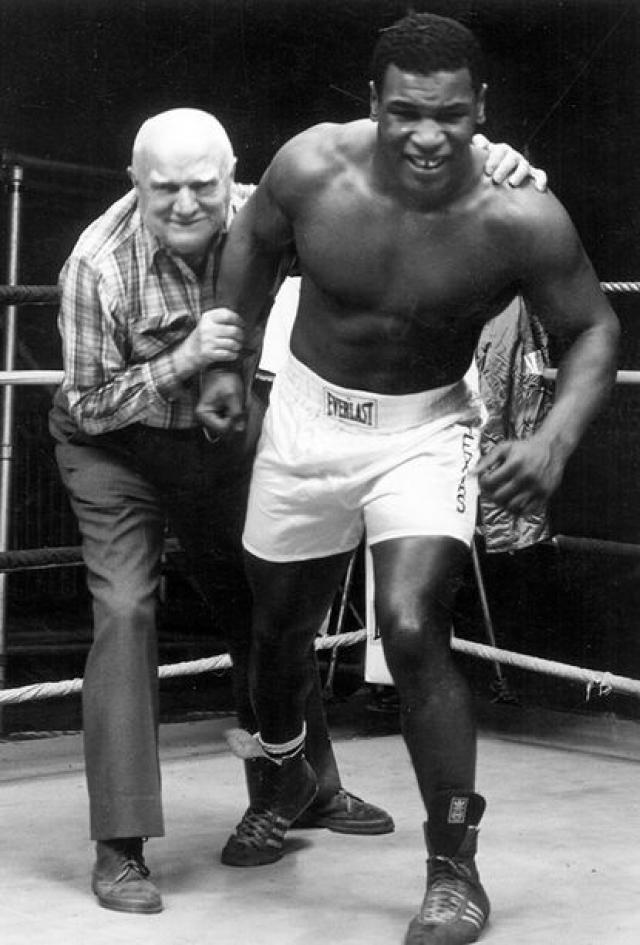 Тренер Майка не дожил до его чемпионства: в ноябре 1985 года 77-летний Кас умер от воспаления легких. Смерть Д'Амато стала для Тайсона тяжелой потерей, но вокруг него по-прежнему была лучшая в мире боксерская команда.