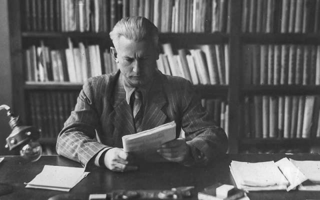 Александр Фадеев. Писатель многие годы возглавлял Союз писателей СССР, но в 1956 году Шолохов стал инициатором волны огромной критики ,которая обрушилась на Фадеева, которого теперь называли одним из виновников репрессий в среде советских писателей.