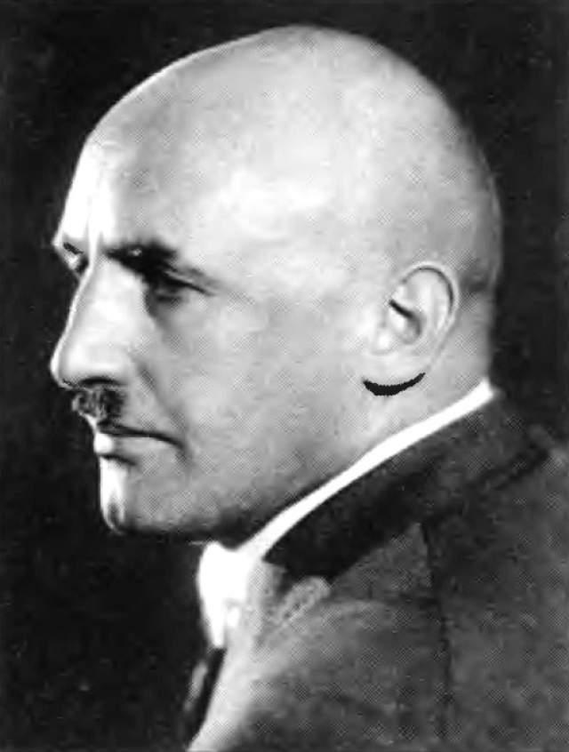 """Кроме Гитлера, он хотел рассчитаться с оголтелым антисемитом Юлиусом Штрайхером , близким к фюреру человеком, редактором печально знаменитой газеты """"Штюрмер""""."""